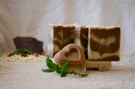 סבון שוקולד עם חמאת קקאו ואבקת קקאו בסחר הוגן