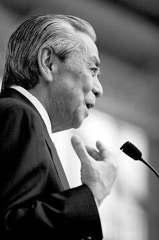 2006新春の集いで想いを語る岸本建男元名護市長