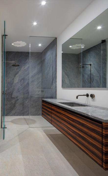 Bedroom 2, 3 and 4 En-Suite Bath