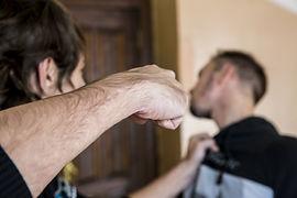 Адвокат по тяжким телесным поврждениям общается с пострадавшим в Ногинске Электростали