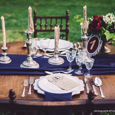 Wedding theme Adams Family -  décoration de mariage bleu marne et bordeaux pour un mariage original