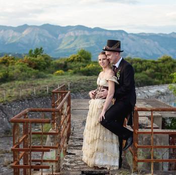 Mariage steampunk romantique dans un lieux abandonné