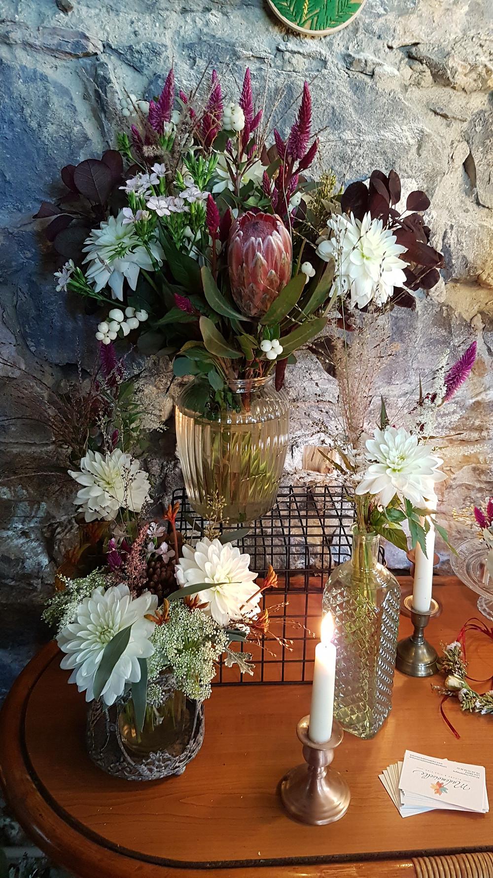 bouquet de la mariée, composition florale, fleurs, bouquet steampunk, bouquet alternatif,Décoration de table mariage alternatif, mariage steampunk, décoration steampunk, décoration mariage atypique, sur-mesure