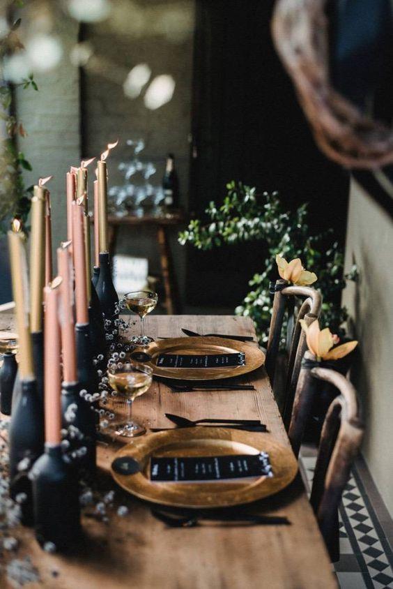 Idée de décoration de table de mariage pour un style rock avec des touches de dorées et de rose. Wedding planner et décoratrice de mariages originaux et atypiques.