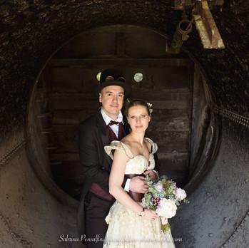 Couple de mariés steampunk
