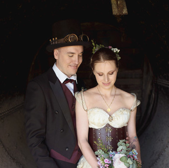 Couple mariage steampunk romantique