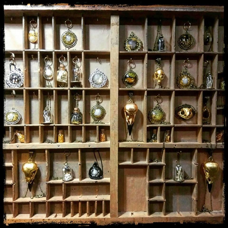 salon fantastique, bijoux, curiosité, imaginaie, or, haut de gamme