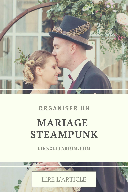 Mariage steampunk. Couple steampunk devant une arche ronde fleurie. Wedding planner pour mariage original.