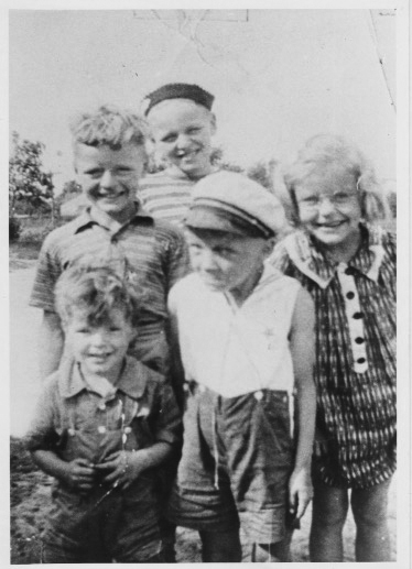 Clockwise from youngest in front left   Leon, Ronnie, Bernie, Noreen, Dad