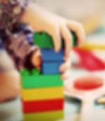 child-tower-wooden-blocks-kindergarten_e