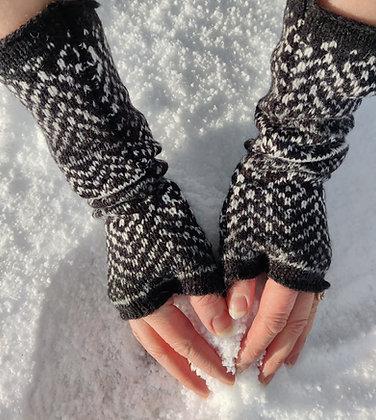Fingerless gloves in nord pattern