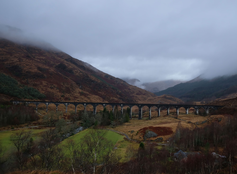 Glenfinnan-Viaduct-harry-potter-bridge-scotland