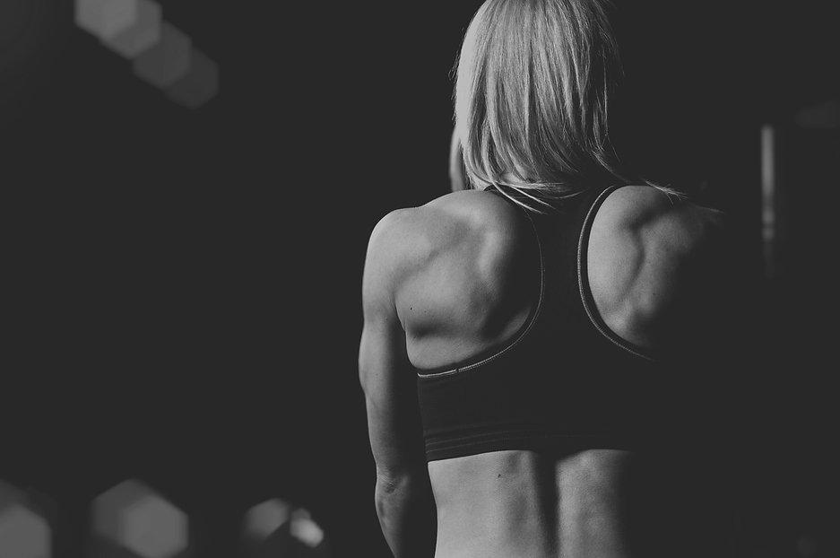 fit woman PUSH gym
