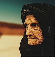old-woman-574278_1920_edited.jpg