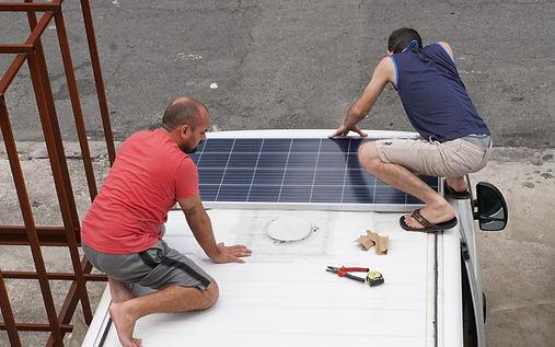Instalação das placas solares no motorhome