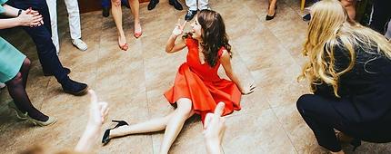 Выпускник ВУЗа танцует