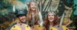 Девочка с аниматорами викинги