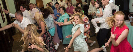 Танцевальный флешмоб на банкете