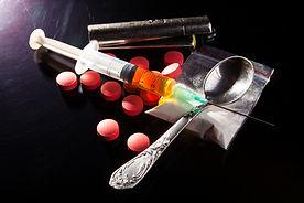 drugs-on-dark-G6TY2HZ.jpg