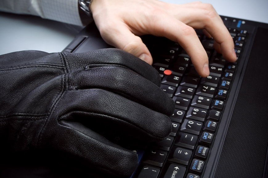 computer-theft-with-hands-on-laptop-keyb