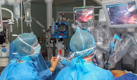 Nouvelle procédure de prise en charge d'un patient atteint du COVID 19 au bloc opératoire