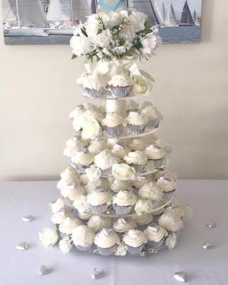 Wedding cupcakes white
