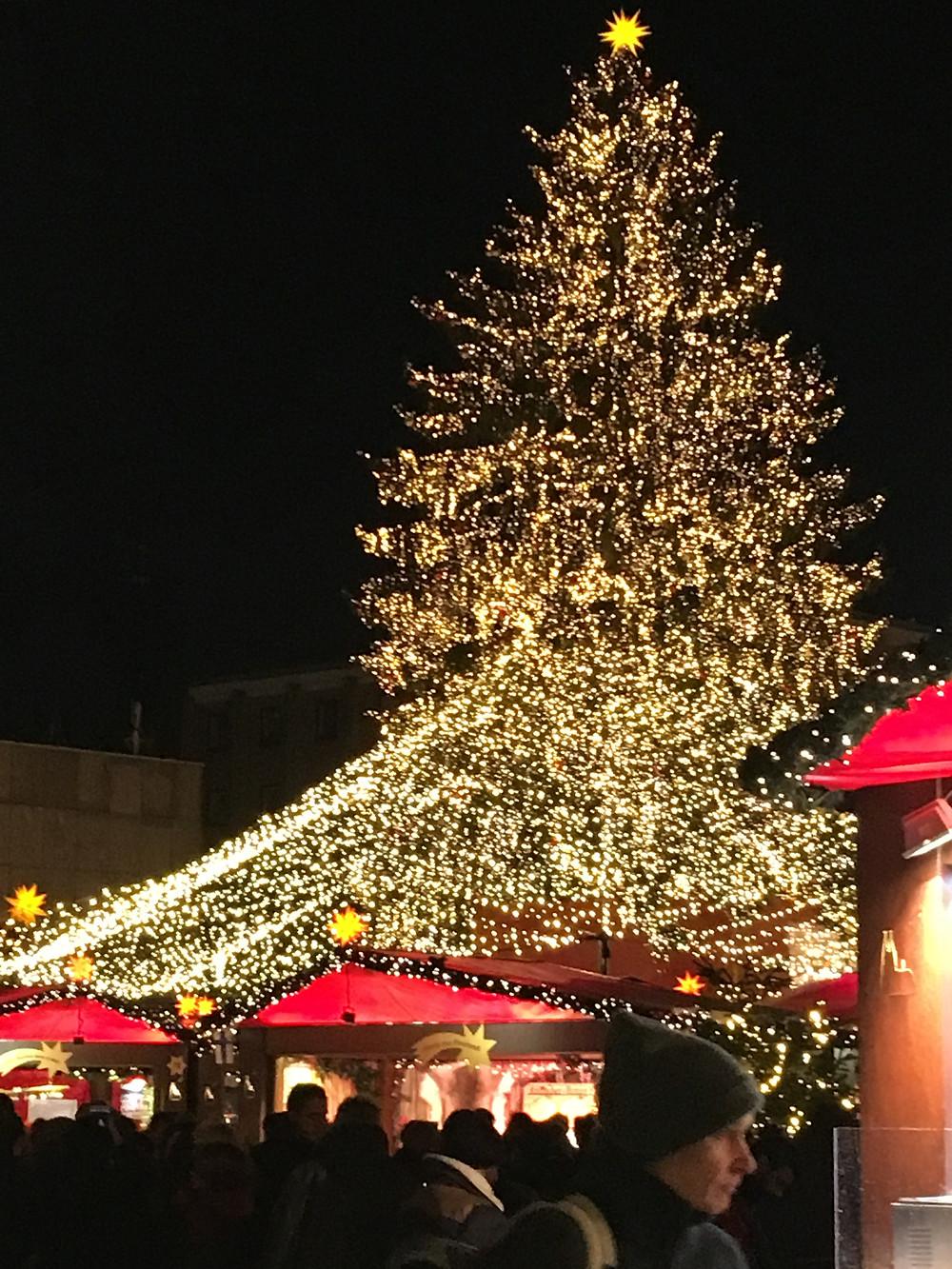 ケルン大聖堂前のクリスマスマーケット