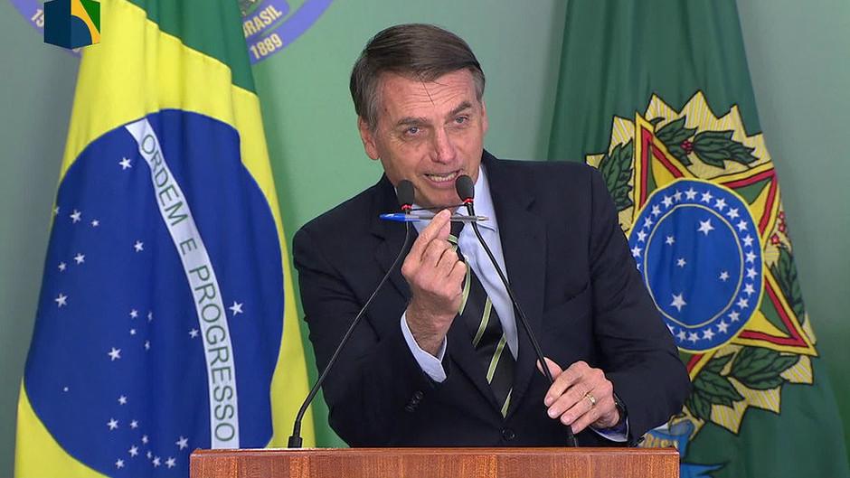 Brasile, tira e molla di Bolsonaro per privatizzare la sanità