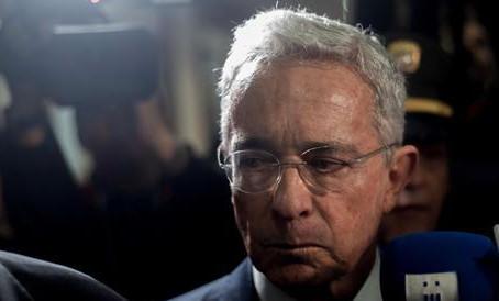Colombia, l'ex presidente Uribe resta ai domiciliari