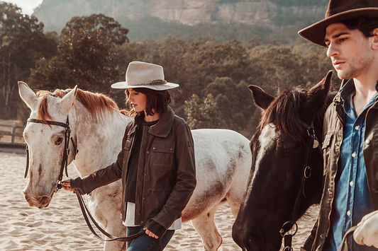 OO_WV_Lifestyle_Horses_Arena_Him_Her_299