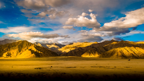 Ladakh range and clouds.jpg