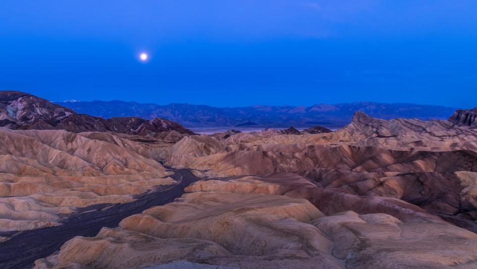 Zabriskie moonset