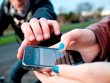 """""""Es un delito"""": lo que no debes hacer bajo ningún concepto si has perdido el teléfono móvil"""