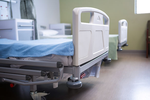 empty-beds-in-ward-at-hospital-4EABTA2.j
