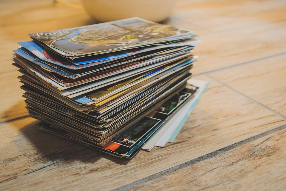 pile de cartes postales