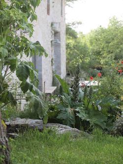 Le jardin aux abords de la chèvrerie