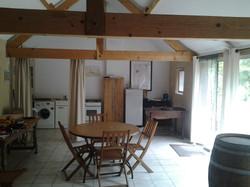 Salle commune et cuisine