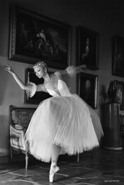 """Ballerina in the gallery"""