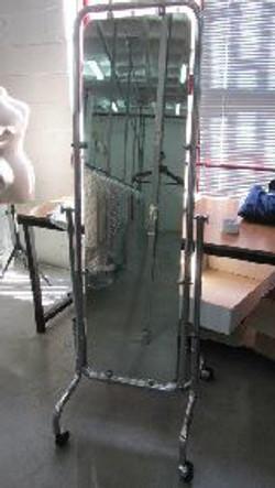 Espejo de cuerpo entero (con ruedas)