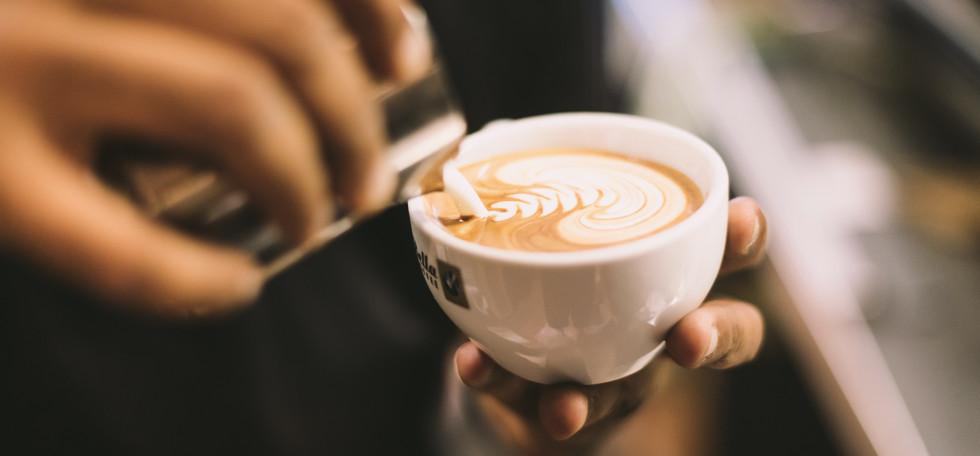 di-bella-coffee-s1-VmA26BIc-unsplash.jpg