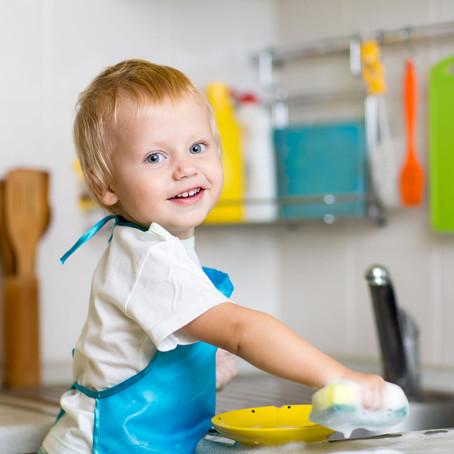 רוצים לגדל ילד שעוזר? תתחילו עכשיו