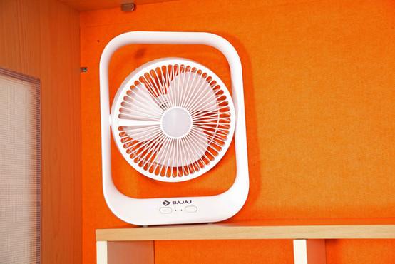 02. Cordless Fan with Emergency Light.jpg
