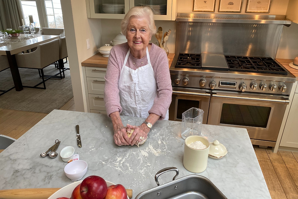 Oma's Traditional Apfel Strudel