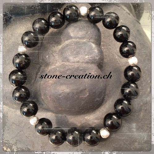 Armband aus Onyxperlen und Silberelementen