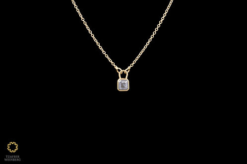 18k Gold necklace with 22k gold 0.50ct gray diamond plaidpendant