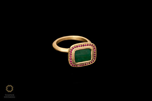 18k Gold emerald ring