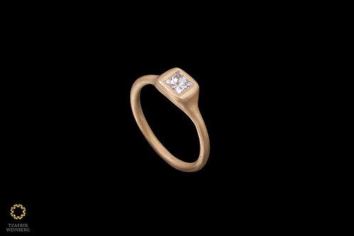 18k Gold ring with 0.40ct princess diamond