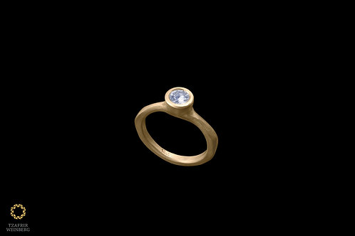 18k Gold amorphous ring with a single 0.52ct diamond