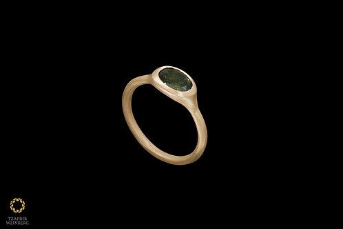 18k gold ring with green Tourmaline gemstone