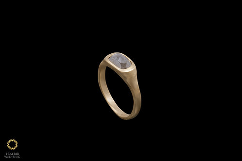 18k gold ring with a gray 1.80ct diamond